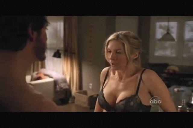 actress Elizabeth Mitchell 20 years crude foto beach