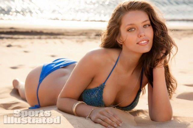 actress Emily DiDonato 2015 spicy pics in public