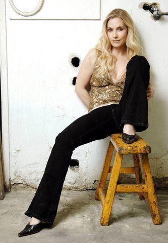 actress Emily Procter 20 years seductive picture beach