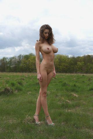 actress Emily Shaw 21 years nudism picture in public