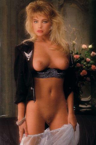 actress Erika Eleniak 18 years melons pics home
