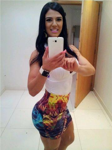 celebritie eva andressa 18 years romantic pics in the club