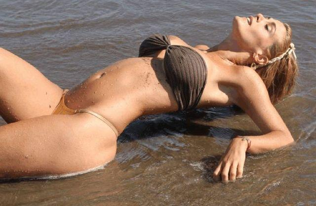 models Florencia Maggi 22 years stripped image beach