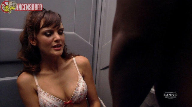 actress Frankie Shaw 19 years Sexy photography in public