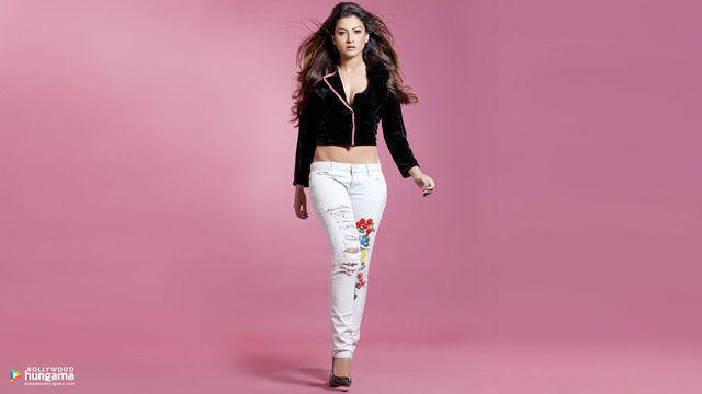 models Gauhar Khan 22 years in the altogether photo in public