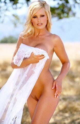 actress Gena Lee Nolin 24 years private photo in public