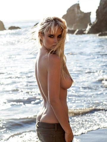 celebritie Genevieve Morton 18 years unmasked photo beach