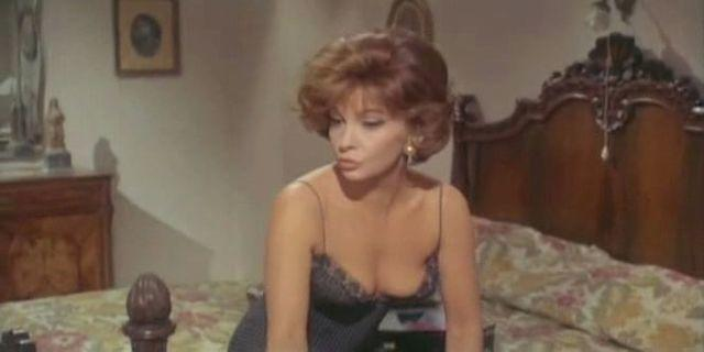 models Gina Lollobrigida 23 years sensual pics beach