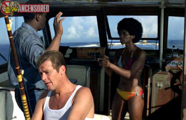 celebritie Gloria Hendry 2015 stripped foto in public