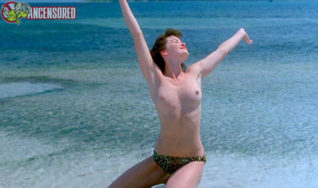 models Gretchen Mol 23 years bare snapshot beach