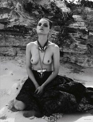 Hot art Guinevere Van Seenus tits