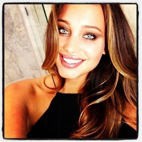actress Hannah Davis 23 years bawdy pics beach