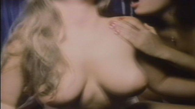 actress Heather Thomas (II) young voluptuous snapshot beach