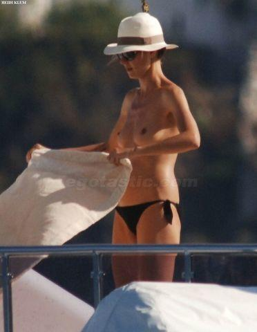 actress Heidi Klum 24 years buck naked art in public