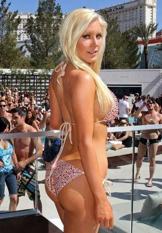 actress Heidi Montag Pratt 23 years undressed photo in the club