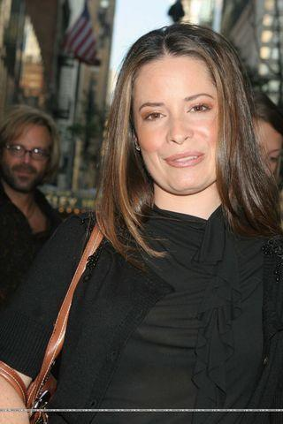actress Holly Marie Combs 20 years uncovered snapshot in public