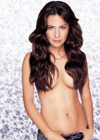 actress Holly Marie Combs 2015 inviting picture beach