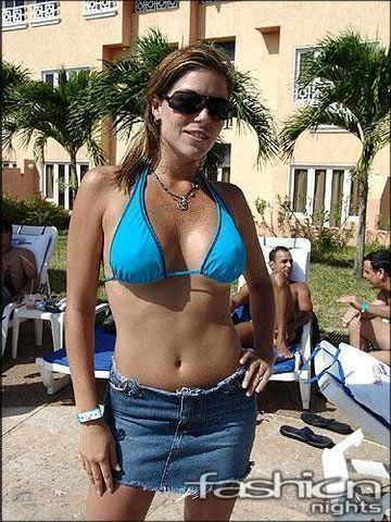 actress Jalymar Salomón 20 years breasts image in public