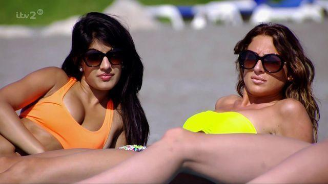 celebritie Jasmin Walia 21 years Without clothing foto in the club