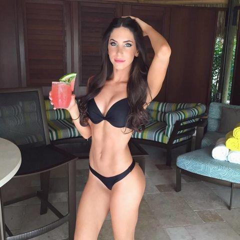 celebritie Jen Selter 20 years sensual art beach