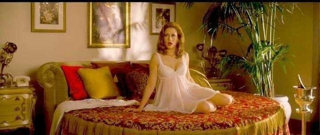 actress Jenna Fischer 19 years lecherous pics in the club