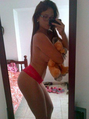 actress Jennifer Aboul 18 years teat foto beach