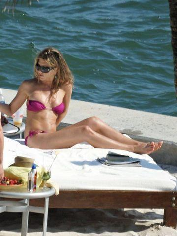 celebritie Jennifer Aniston 21 years sexual photoshoot beach