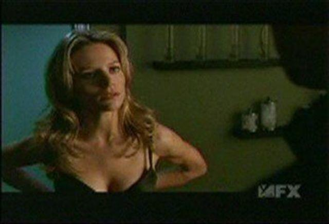 actress Jessalyn Gilsig 21 years flirtatious image in public