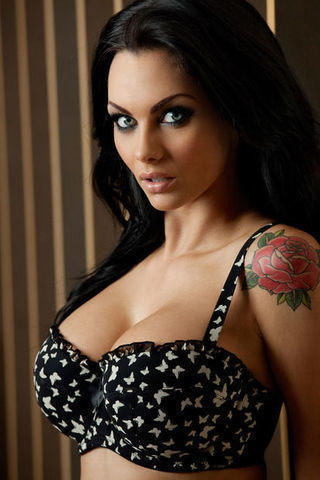 Jessica Jane Clement topless foto