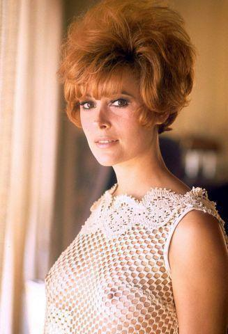 celebritie Jill St. John 23 years nude young foto foto in the club