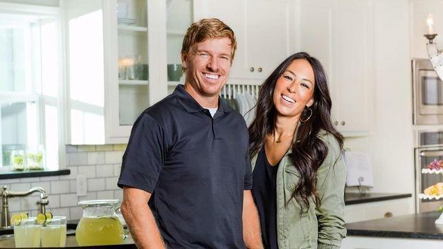 actress Joanna Gaines 21 years k-naked foto in the club