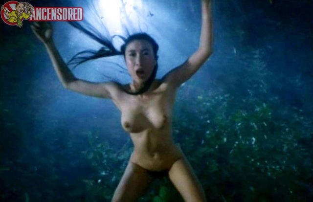 celebritie Julie Lee 21 years buck naked photo beach