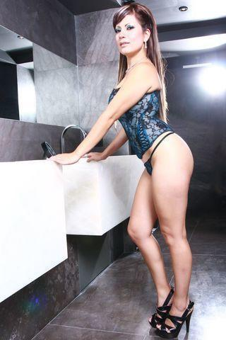 celebritie Karina Rodriguez 2015 nudism picture home