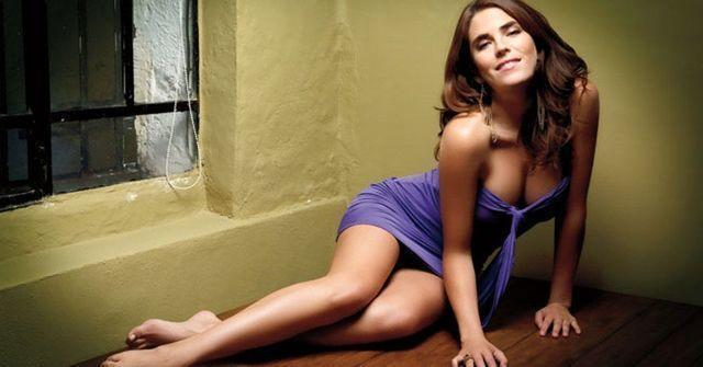 models Karla Souza 21 years lewd picture in public
