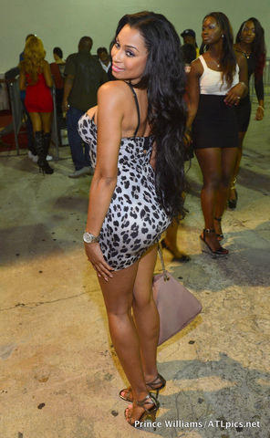 celebritie Karlie Redd 25 years bare-skinned photography in the club