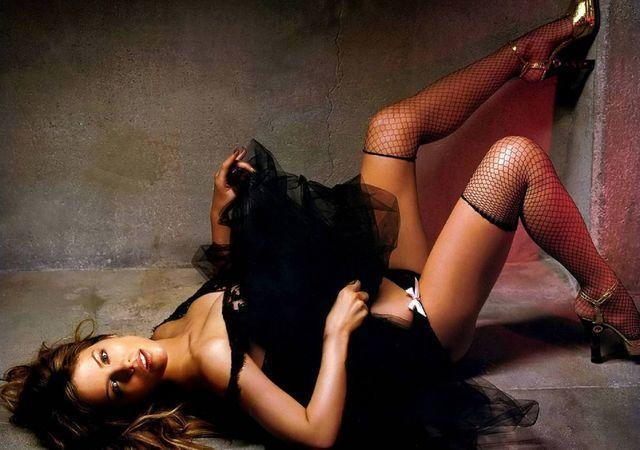 actress Kate Beckinsale 2015 bare photoshoot in public