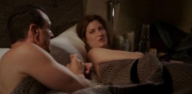 actress Kathryn Hahn 24 years Without brassiere photoshoot in public