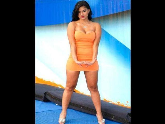 celebritie Katty Garcia 21 years bare-skinned foto in public