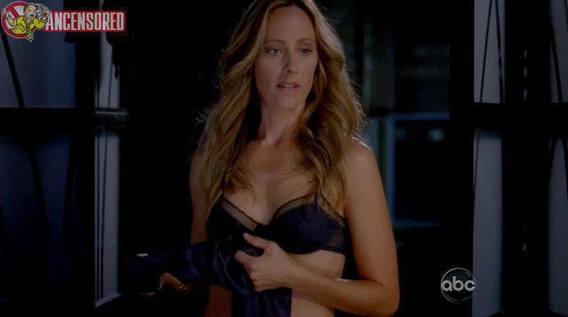 actress Kim Raver 21 years carnal photoshoot in public