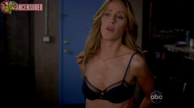 models Kim Raver 19 years sky-clad picture in the club