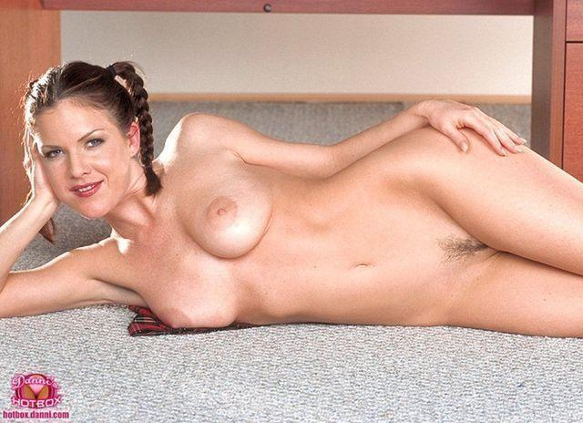 actress Kira Reed 25 years k naked pics in the club