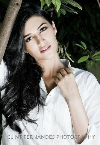 models Kriti Sanon 18 years rousing foto home