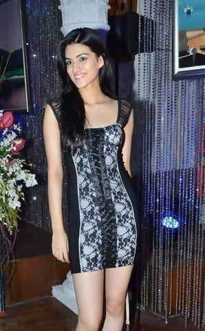 celebritie Kriti Sanon 23 years amatory image in the club