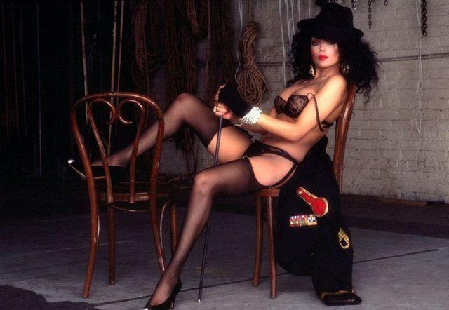 celebritie La Toya Jackson 22 years k-naked foto home