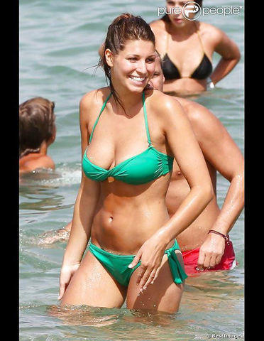 actress Laury Thilleman 25 years bust picture beach