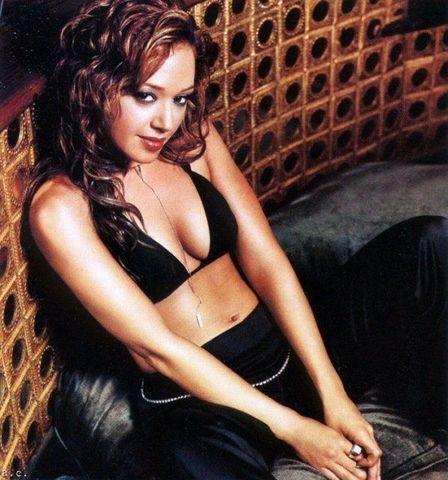 celebritie Leah Remini 23 years lewd snapshot in the club