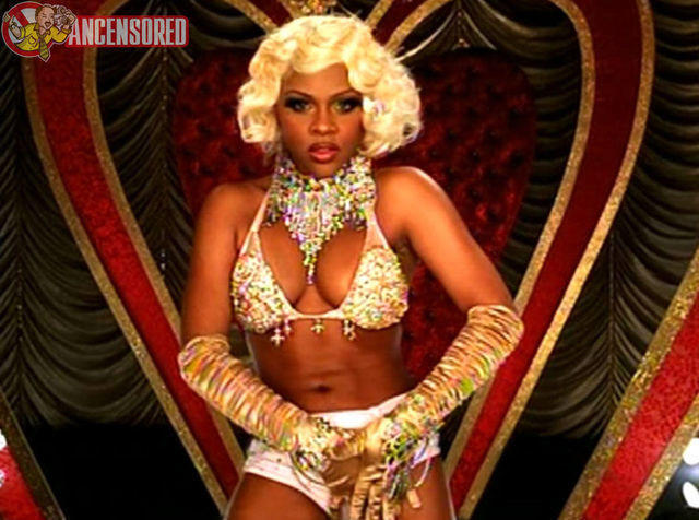 celebritie Lil' Kim 21 years bust image home