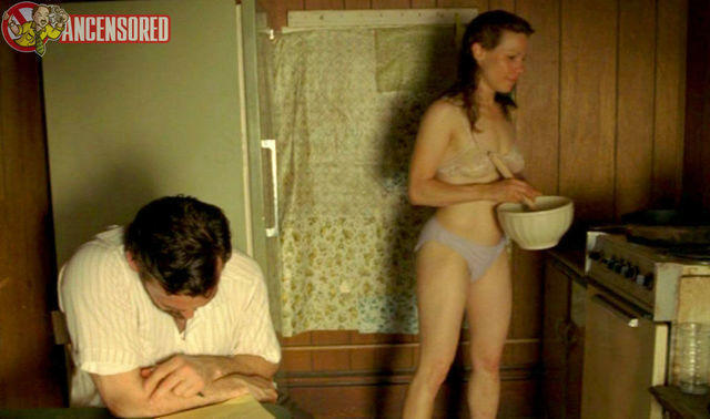 celebritie Lili Taylor 25 years lewd picture beach