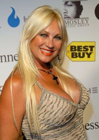 actress Linda Hogan 22 years obscene foto in public