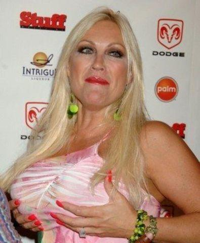 actress Linda Hogan 24 years in the altogether pics in public
